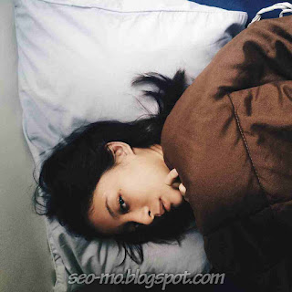 Foto Cantik Natural Cerelia Raissa Sedang tiduran dikasur