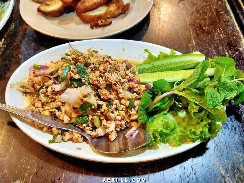 Makan di Restoran Kai Tod Decha, Hatyai, Thailand