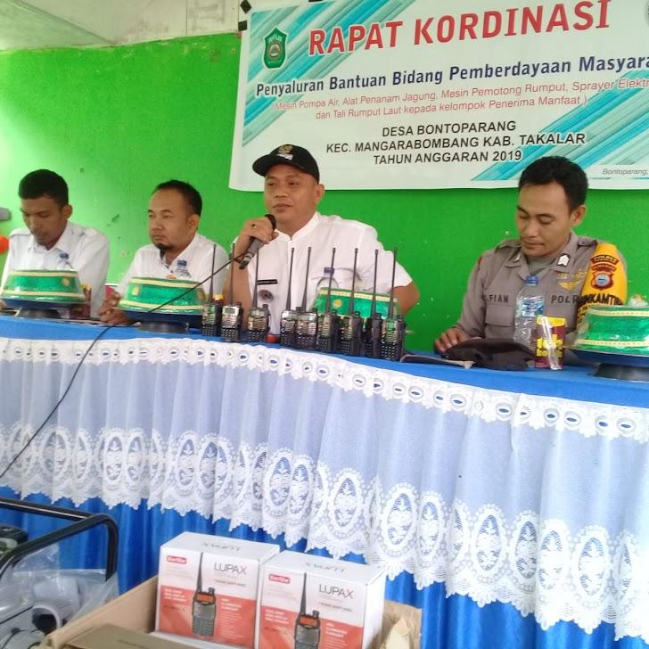 Camat Marbo, Serahkan Program Bidang Pemberdayaan di Desa Bontoparang