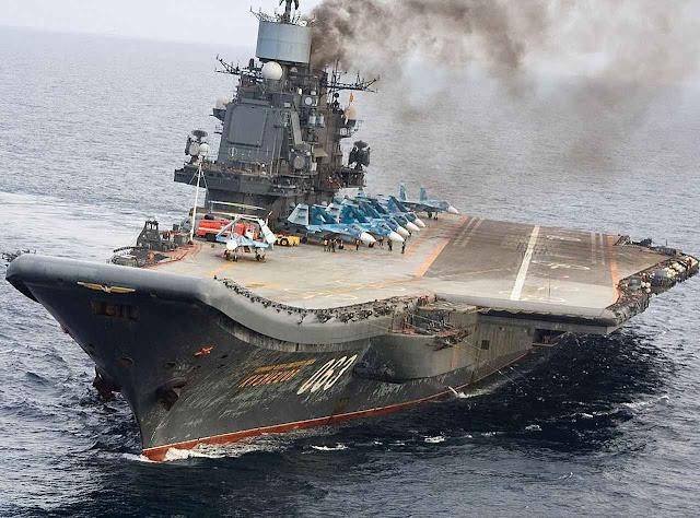 Fumegando para valer, com atraso inexplicado, o geriátrico porta-aviões único russo Almirante Kuznetsov chegou perto da Síria. Seus armamentos e tecnologia não preocupam. Mas sim o perigo de uma guerra nuclear-chantagem para obter concessões assustadoras.