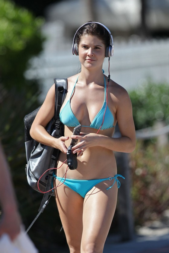 Amanda Cerny latest hot photos in bikini