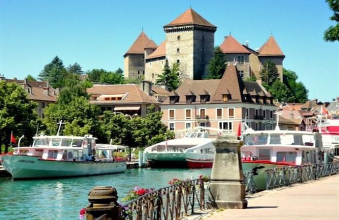 قلعة انسي من اجمل اماكن السياحة في انسي