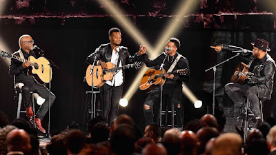 Travis Greene, Jonathan McReynolds, Israel Houghon and Jonathan Butler Playing guitar at the 2017 Stellars Awards