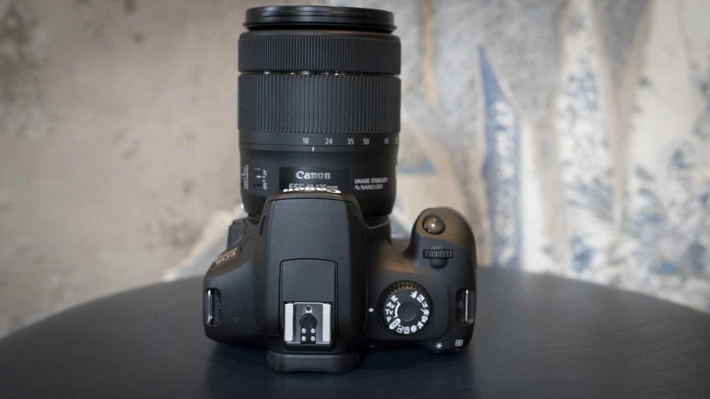 Canon EOS 4000D, вид сверху