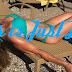 Η Πέγκυ Σταθακοπούλου μοιράζει εγκεφαλικά με το σώμα της στην παραλία