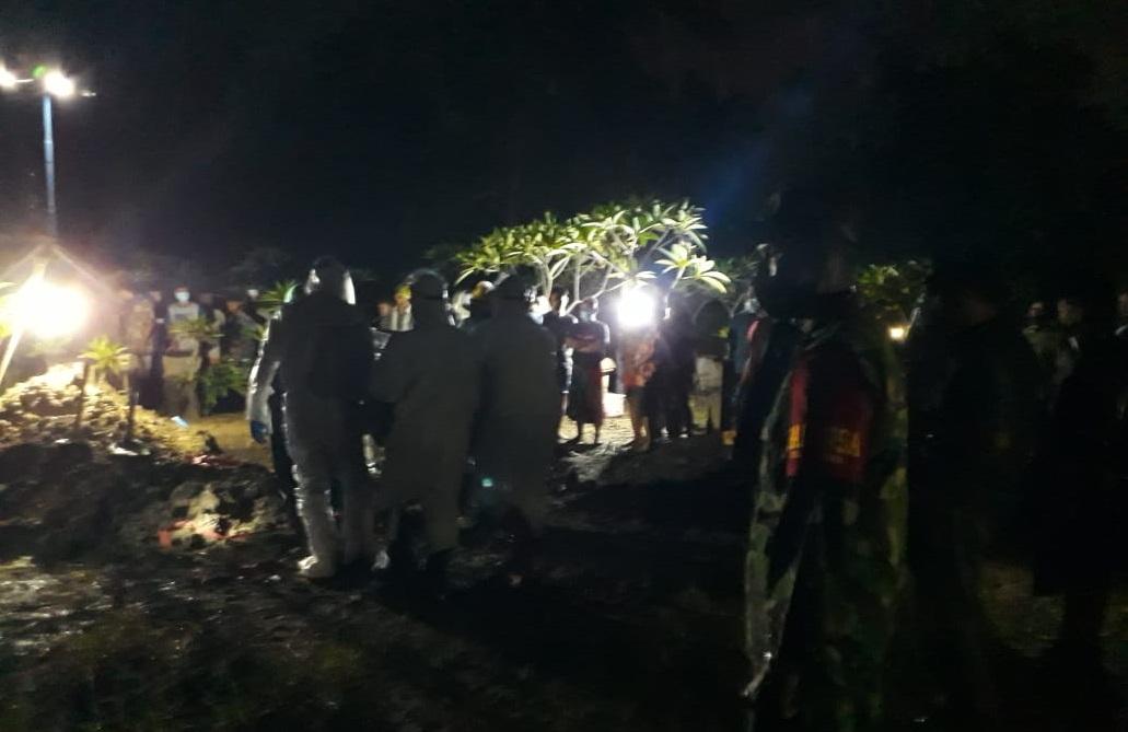 Terkonfirmasi, Warga Karangawen Dimakamkan Dengan Protokol Covid-19