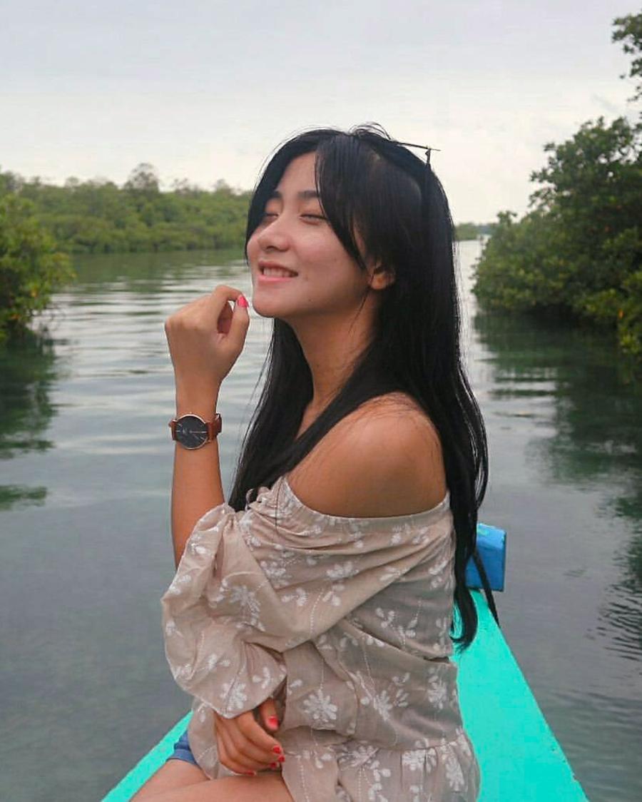 Banadhi Kurnia Dewi paha mulus