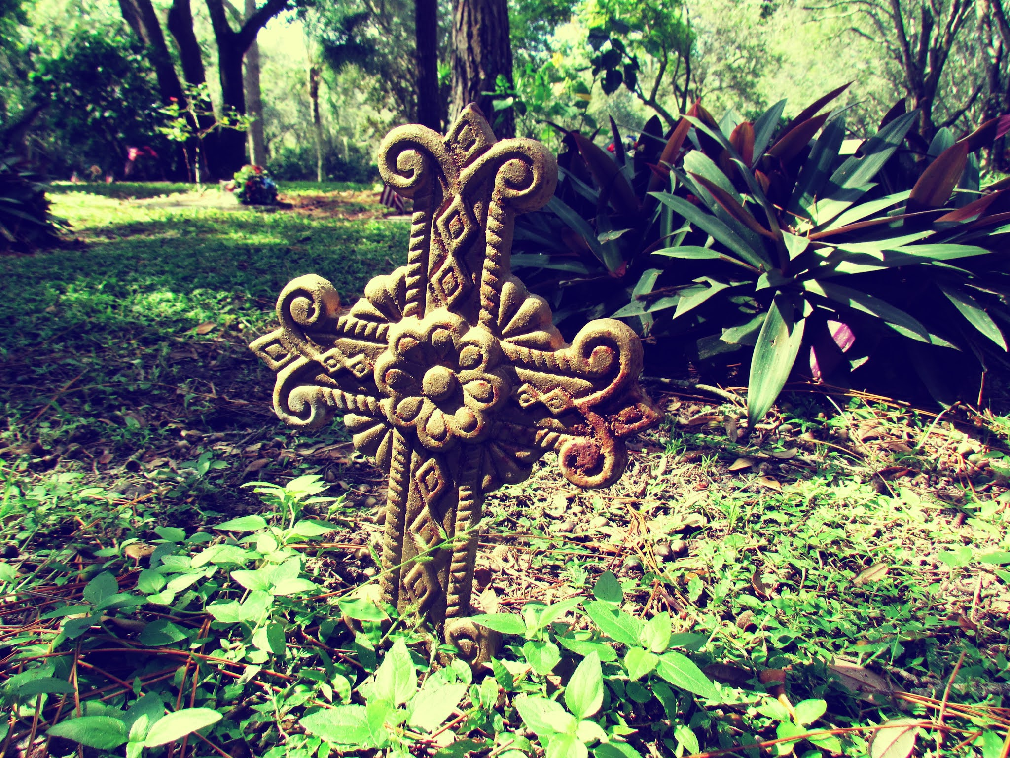 Rustic Gothic Cross Headstone For Gravestone Statues
