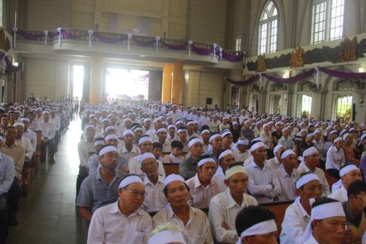 Ngày thứ Ba: Kính viếng và cầu nguyện cho Đức cha Phanxicô Xaviê Nguyễn Văn Sang - Ảnh minh hoạ 7