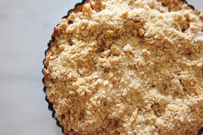 close up of apple crumble tart top