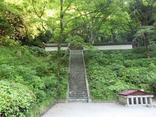 京都:清閑寺高倉天皇陵