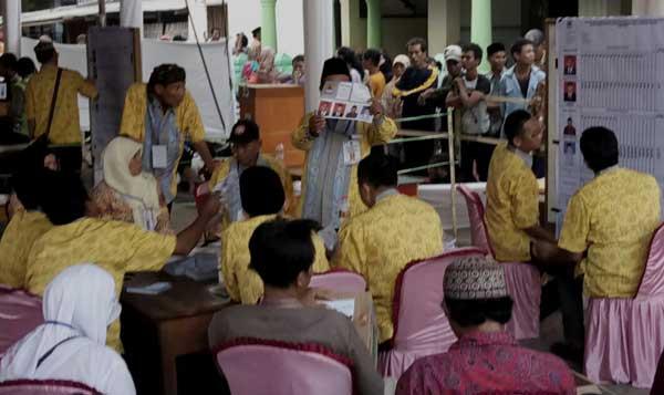 pelaksanaan pilwu serentak di kabupaten cirebon sukses