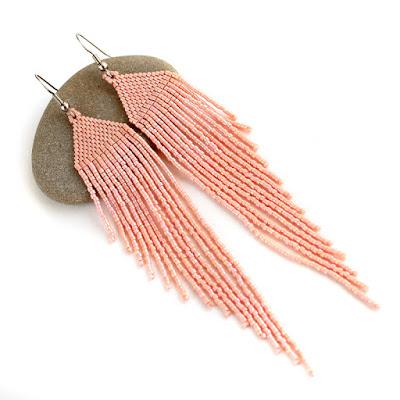 купить серьги к персиковому платью Длинные персиковые серьги из бисера в стиле бохо