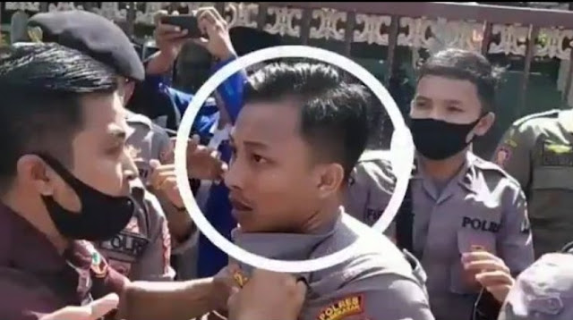 Wajah Polisi Penghajar Mahasiswa Saat Demo Viral