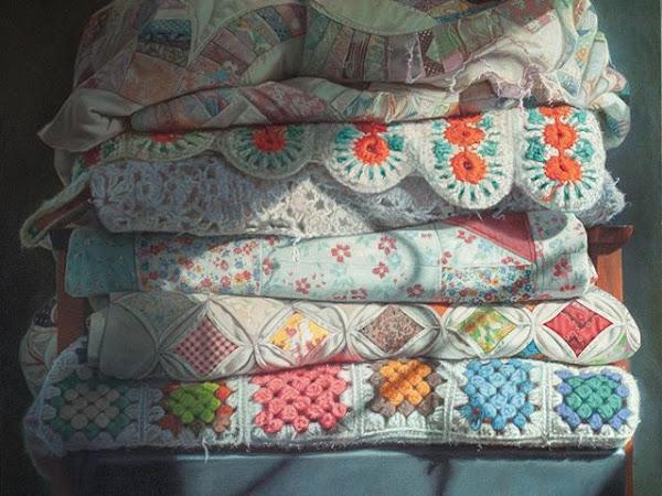 crochet de mãos dadas com tintas e pincéis