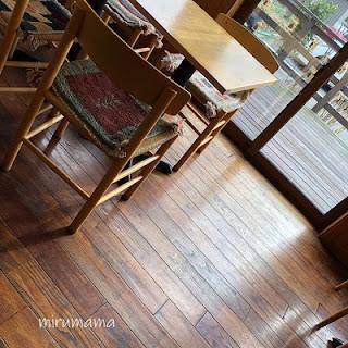 グリュッケンベルグのテーブル席