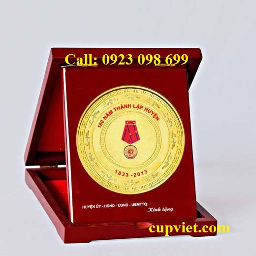 Hoa, quà, đồ trang trí:  cung cấp bằng chứng nhận, sản xuất quà tặng truyền thốn 1148920_145666525640564_469601653_n
