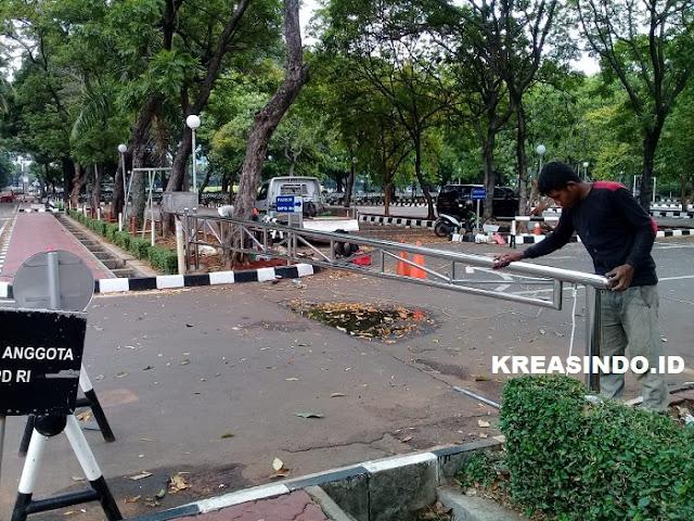 Portal Stainless pemasangan di Kantor DPD Senayan Jakarta
