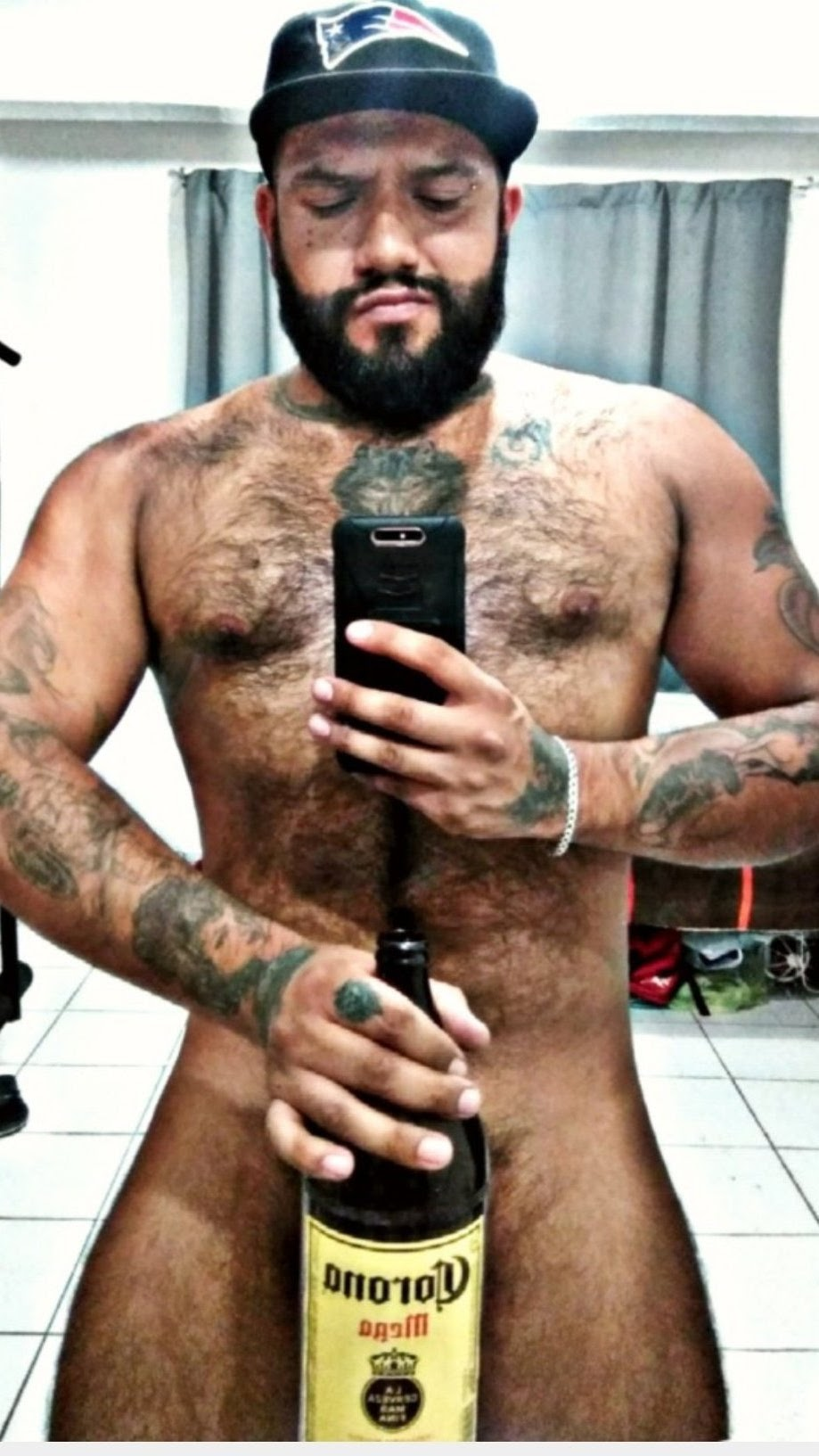 el tatuador desnudo