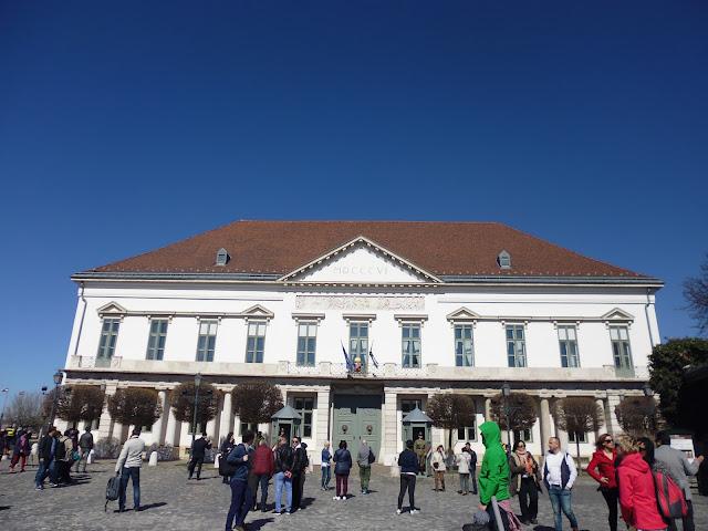 Palacio Sándor en la Colina de Buda (Budapest) (@mibaulviajero)
