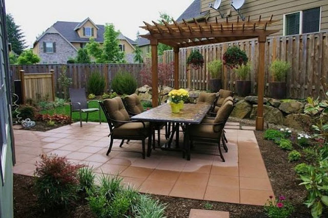 This small garden is designed with a large area of preserved wood area paving