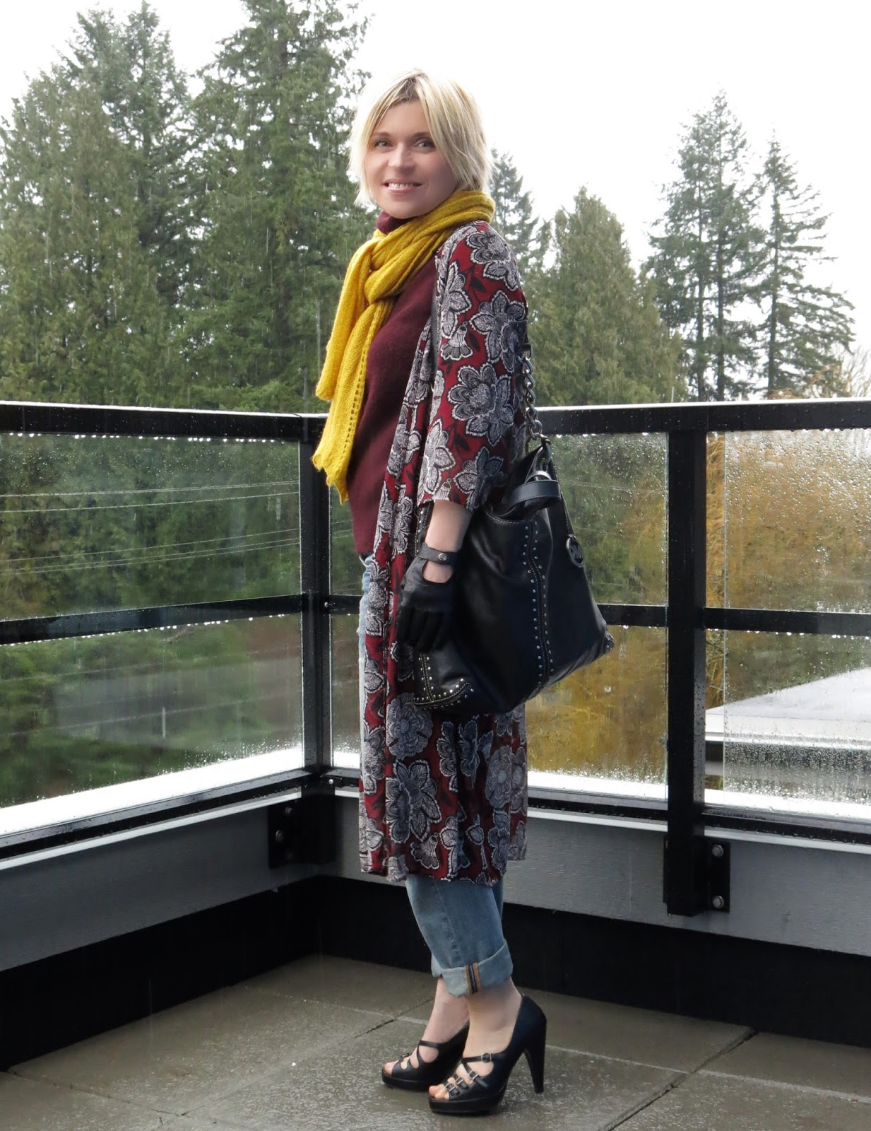 styling a maroon turtleneck sweater with a kimono, scarf, and boyfriend jeans
