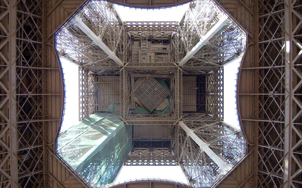 the eiffel tower different perspectives kuriositas - Eiffel Tower Picture Frame