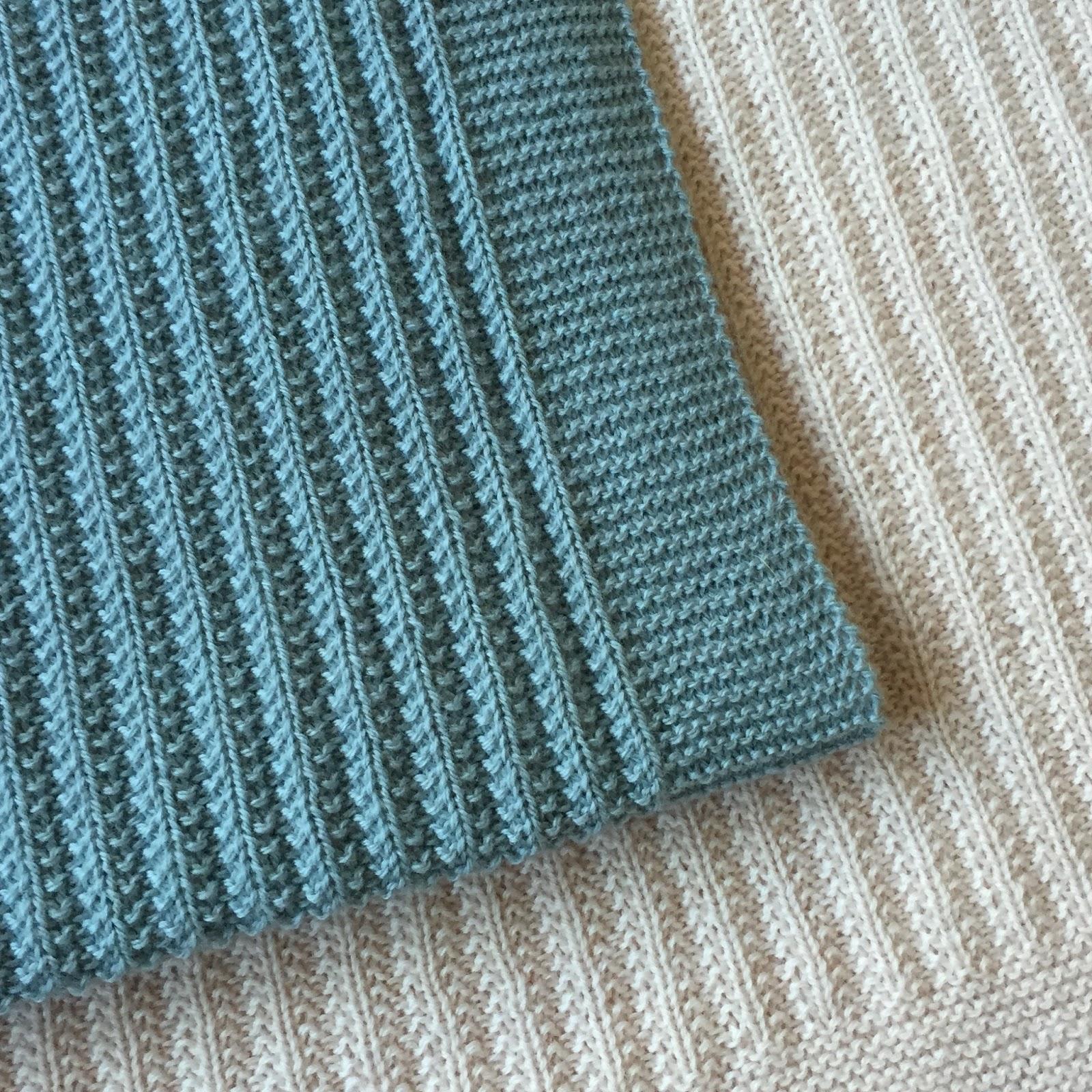 strikket tæppe med striber
