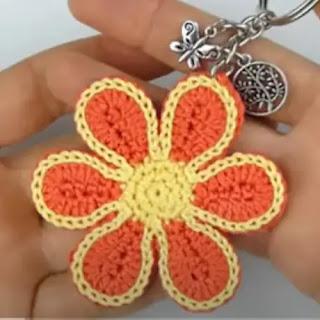 Llavero Flor a Crochet