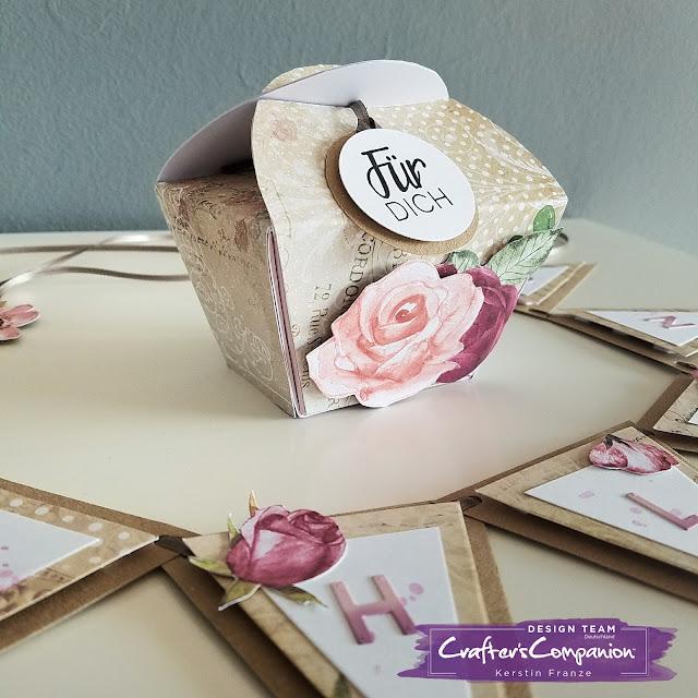 Kartenwerke: Box und Wimpelkette hergestellt mit dem Crafter's Companion Embossing Board Special Treats
