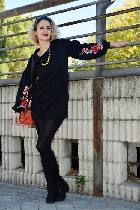 Outfit-vestido-negro-aplique-bordado-2