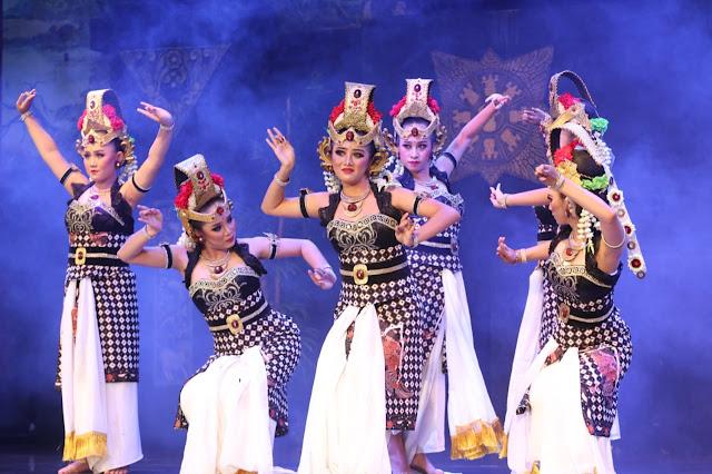 Bedoyo Denawa Estri Membuka Pesona Seni Budaya Kabupaten Trenggalek di TMII