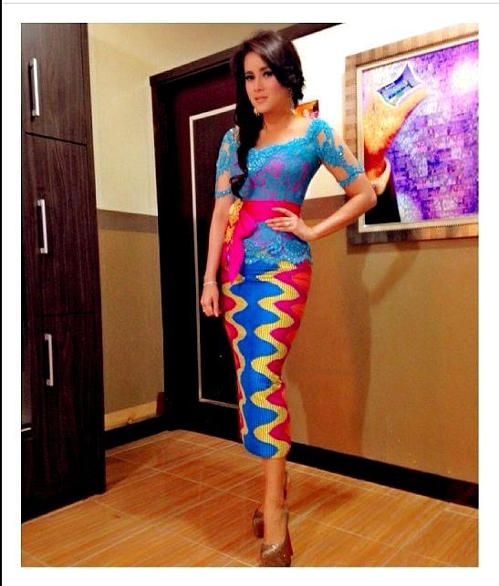 Tenun rangrang dari pulau Nusa Penida Bali menjadi salahsatu kain Nusantara  yang disukai selebriti dan fashion designer. Motifnya yang khas geometris  dengan ... 3736b39e08