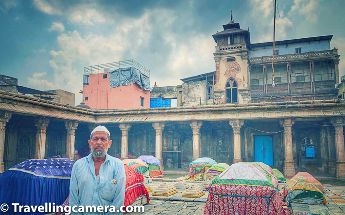 """After breakfast, we decided to explore a bit more. Google maps showed a monument by the name of """"Rani no Hajiro"""" close by. We walked towards it. The map took us through long-wided, narrow streets and ended at a huge building that turned out to be the Old Stock Exchange of Ahmedabad. Though overshadowed by the surrounding shops, the stock exchange is a remarkable building. The stock exchange was established in 1896 and the building itself is about a 100 year old. This example of British architecture adds some variety to the otherwise, largely Mughal architecture."""