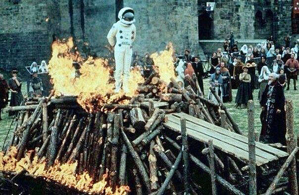 Katholiken Kirche - lustige Inquisition verbrennt Ketzer auf Scheiterhaufen