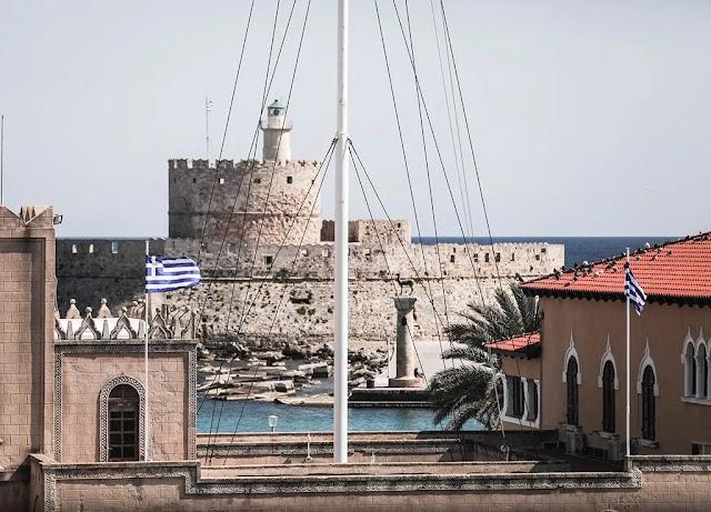Ρόδος: Σύλληψη 48χρονου που κατέβασε την Ελληνική σημαία και μαχαίρωσε Αστυνομικό