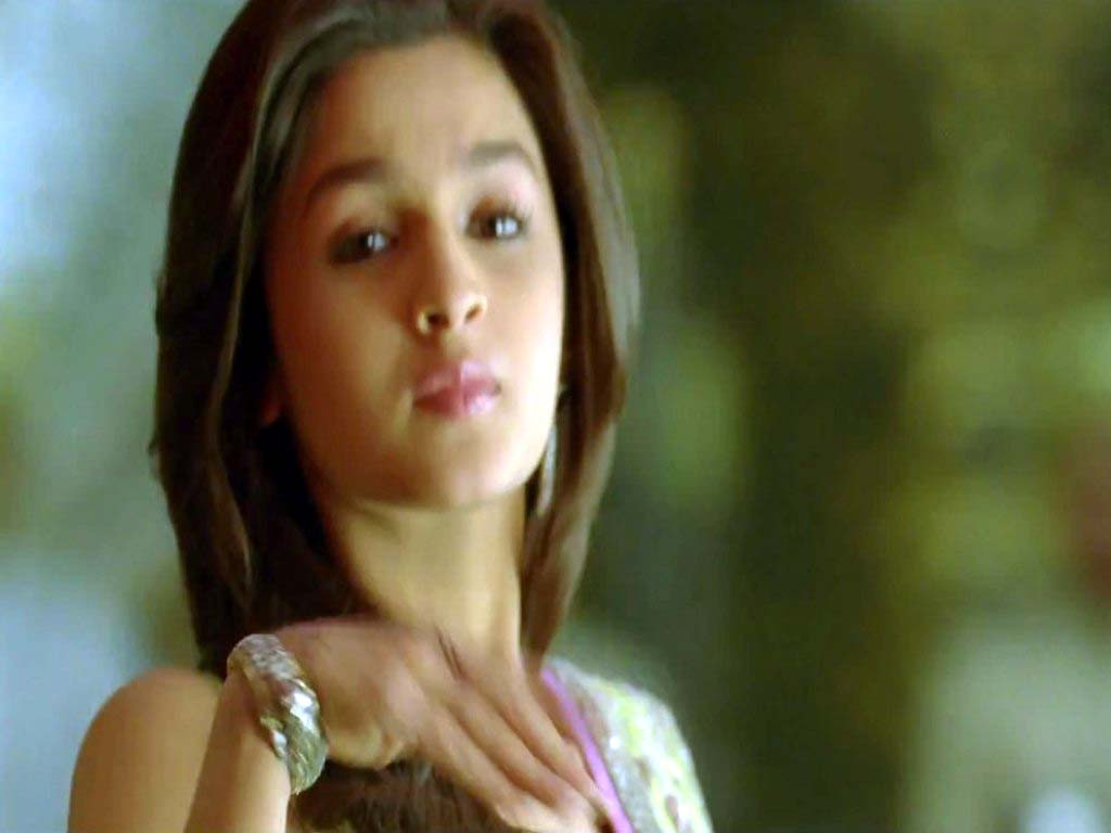 http://1.bp.blogspot.com/-hC93SPCicgY/UIeNk_wT_TI/AAAAAAAAAMQ/0sZJyMmL5Hk/s1600/alia-bhatt-in-student-of-the-year-movie-26.jpg
