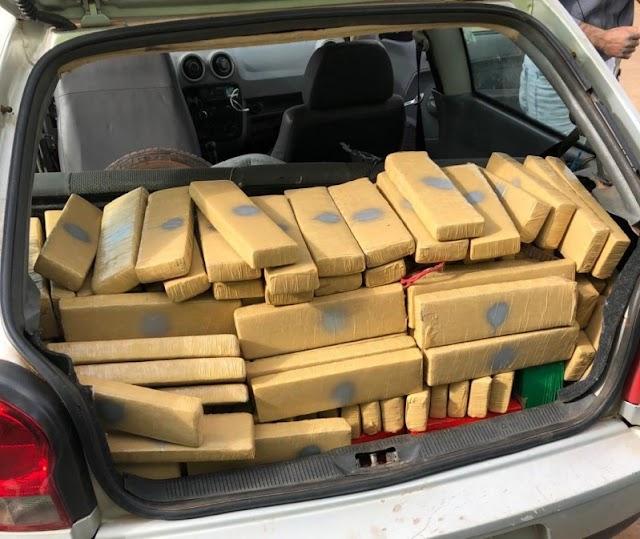Naviraí – Polícia Civil prende dupla com mais de 220 kg de maconha em veículo