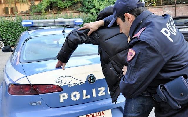 Българин подкупи италиански полицаи с ракия и луканка, озова се в ареста (СНИМКА)