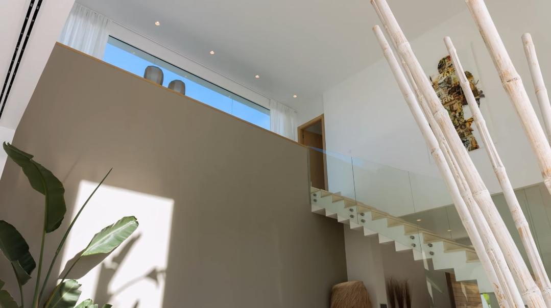 26 Interior Design Photos vs. Villa Hernan Cortes 119 La Quinta, Marbella Tour