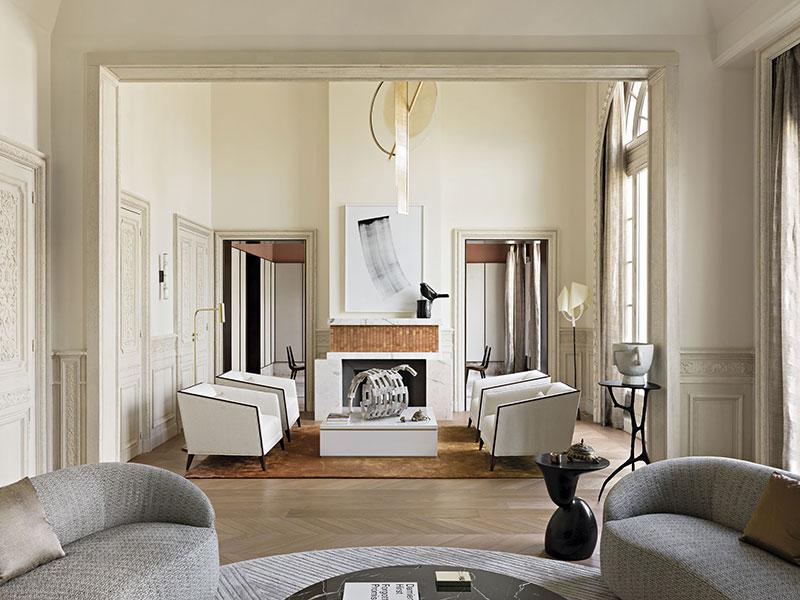 Artistic apartment in 1910-year building in Paris