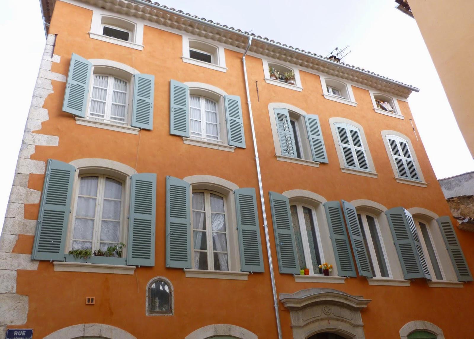 Couleurs Facades En Provence provence.pays niçois.ville de menton.ligurie. architecture