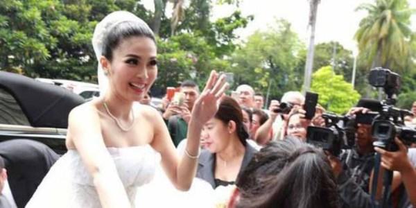 Akhirnya Sandra Dewi Menikah dengan Mengenakan Perhiasan Berlian Mewah Elegan