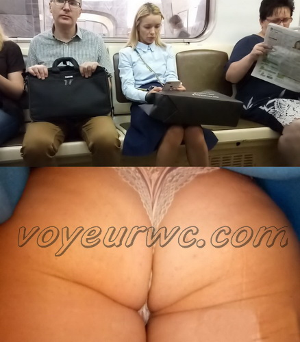 Upskirts 4054-4063 (Secretly taking an upskirt video of beautiful women on escalator)