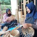 Dusun Plaosan, Desa Pagergunung, Kecamatan Pringsurat, Kabupaten Temanggung Menjadi Sentra Pengrajin Keranjang Buah