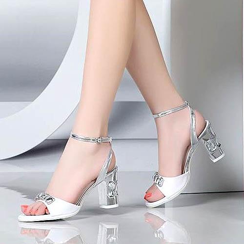 Penampilan high heels eksklusif ini benar-benar menarik perhatian
