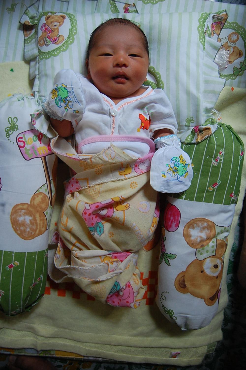 Logikanya kaos tangan dan kaos kaki pada bayi dapat menghambat perkembangan  indra perabaan bayi. Bahkan jika kaos kaki dan kaos tangan itu terlalu  ketat ... 60f05a85c2