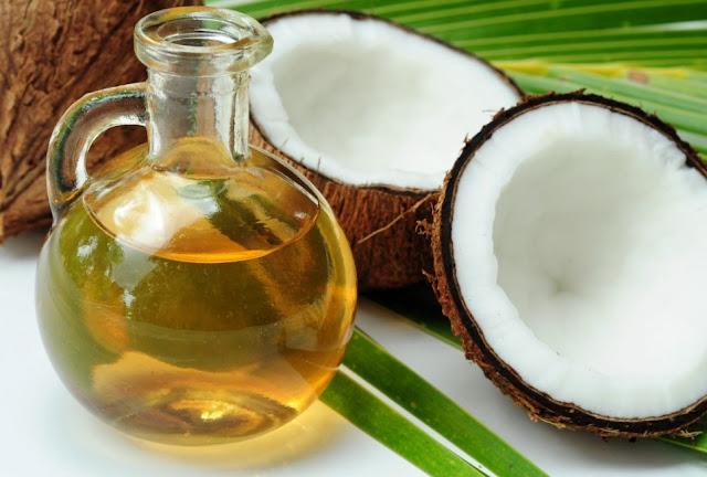 Minyak Kelapa Bermanfaat Mencegah Rambut Rontok