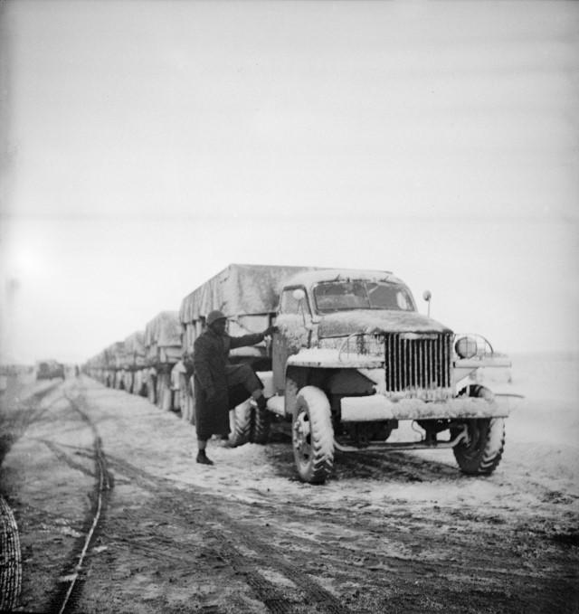 Колонна «Студебекеров»  на пути в СССР