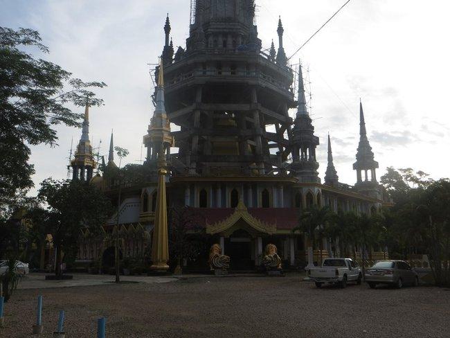 Строительство гигантского здания